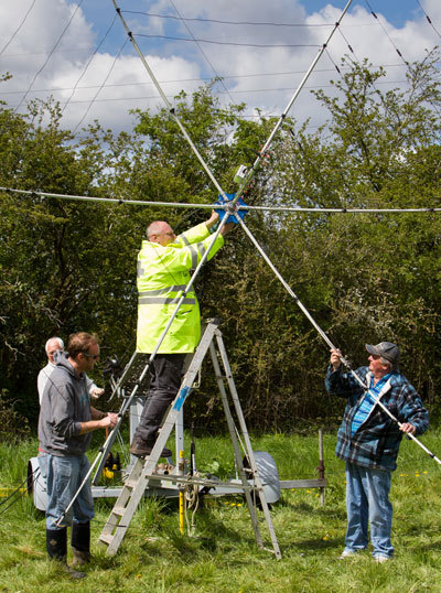 Derek, Mark, Andy and Rob fitting the hexbeam to the tower